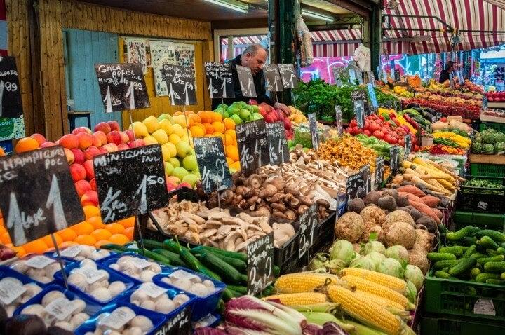 Naschmarkt mercado em viena - áustria