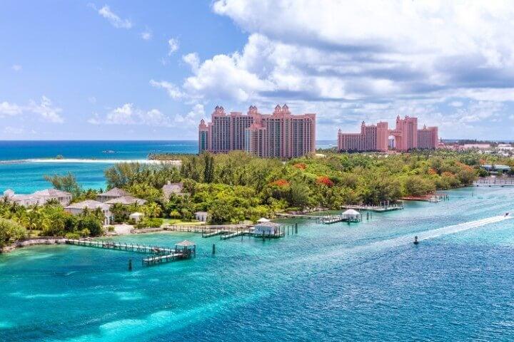 Apesar de ser constituído por mais de 700 ilhas, a maioria dos turistas  prefere ficar em Nassau, onde estão concentrados os principais hotéis, ... e132b0ac32