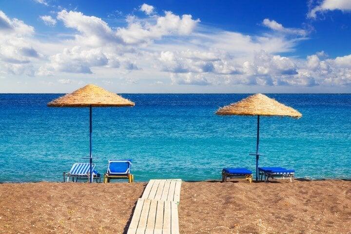 praia em santorini na grécia