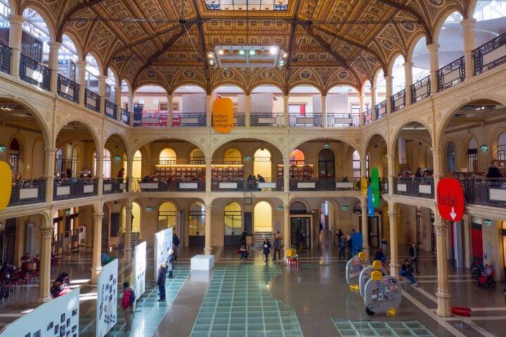 Biblioteca Sala Borsa em bolonha itália