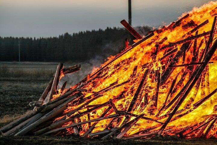 fogueiras finlandia páscoa