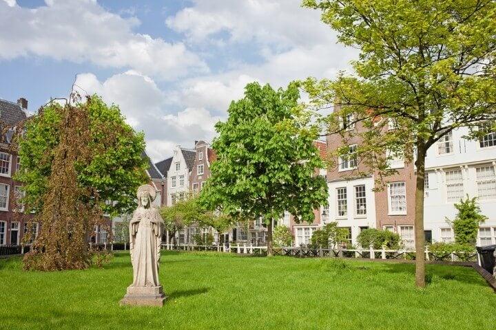 jardim secreto de Begijnhof em amesterdão - holanda