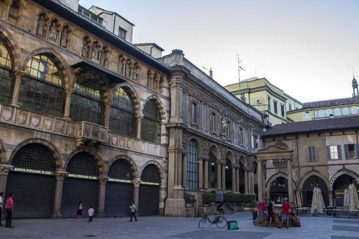 Loggia dei Mercanti em milão - itália