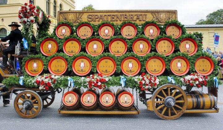 cerveja spatenbrau no oktoberfest em munique - alemanha
